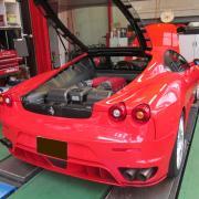 赤いスポーツカー