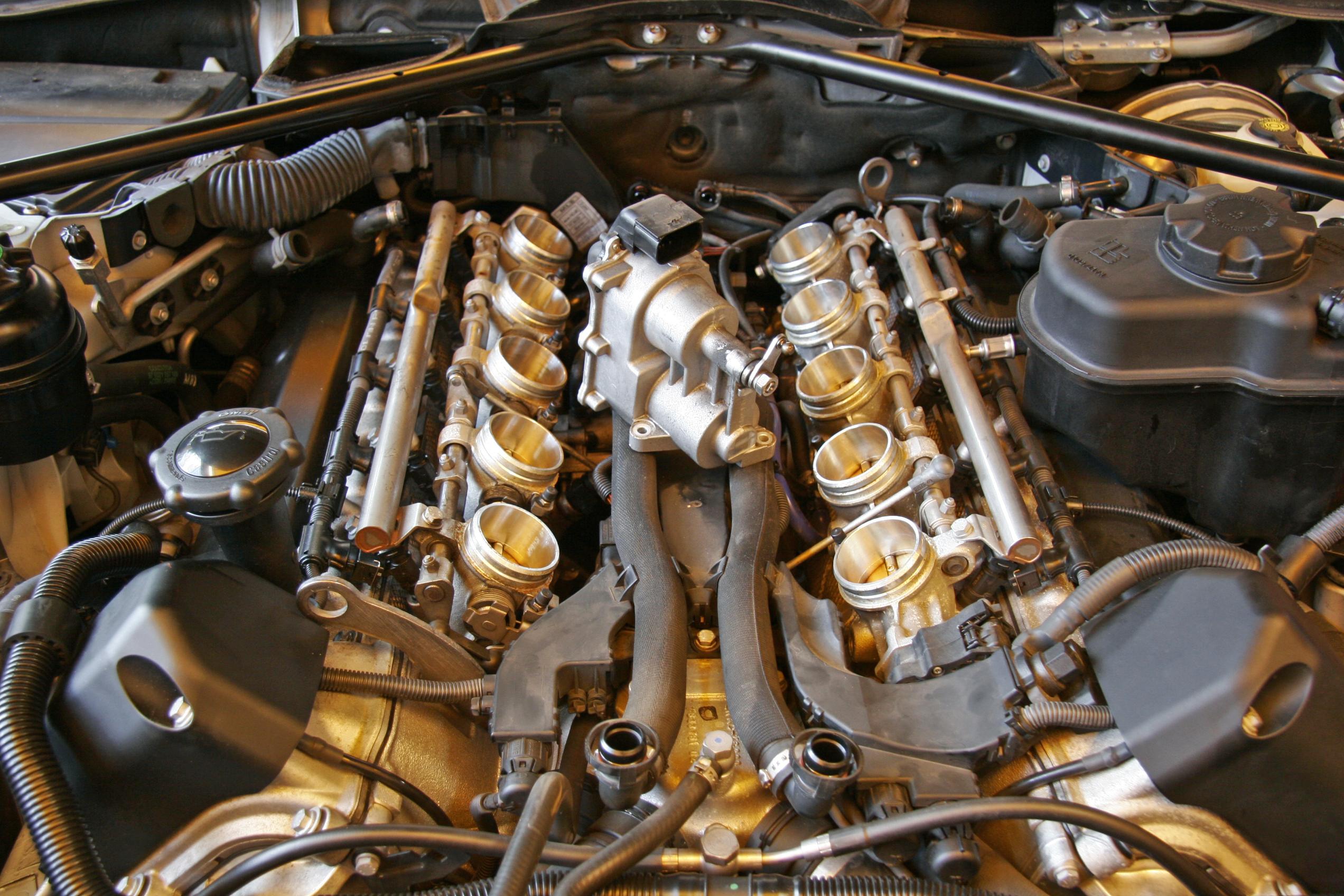 BMW E60/M5 スロットルアクチュエーター交換