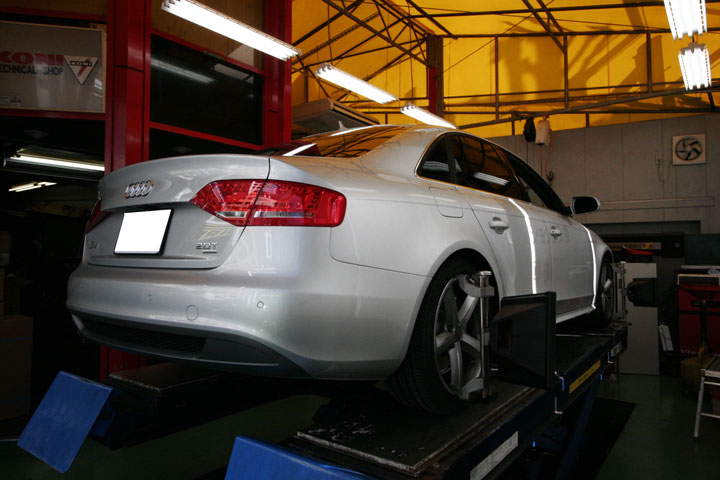 AUDI A4 アライメント調整&ブレーキオイル交換