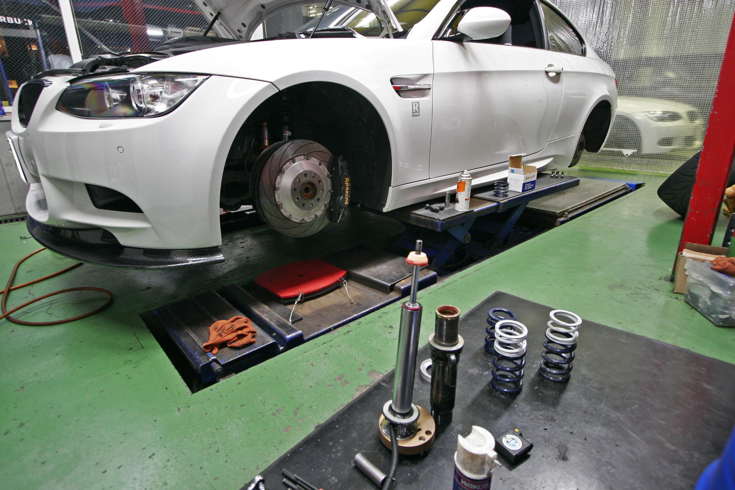 BMW E92/M3 バネ交換&カーボンリップスポイラー