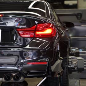 BMW M4カブリオレ コンペティション タイヤ交換アライメント調整