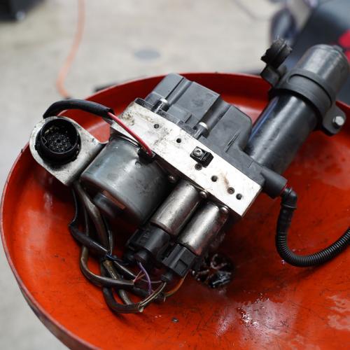 BMW E46M3 SMG ハイドロユニットオイル漏れ修理