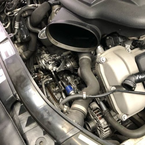 BMW E90M3 オイル漏れ修理など